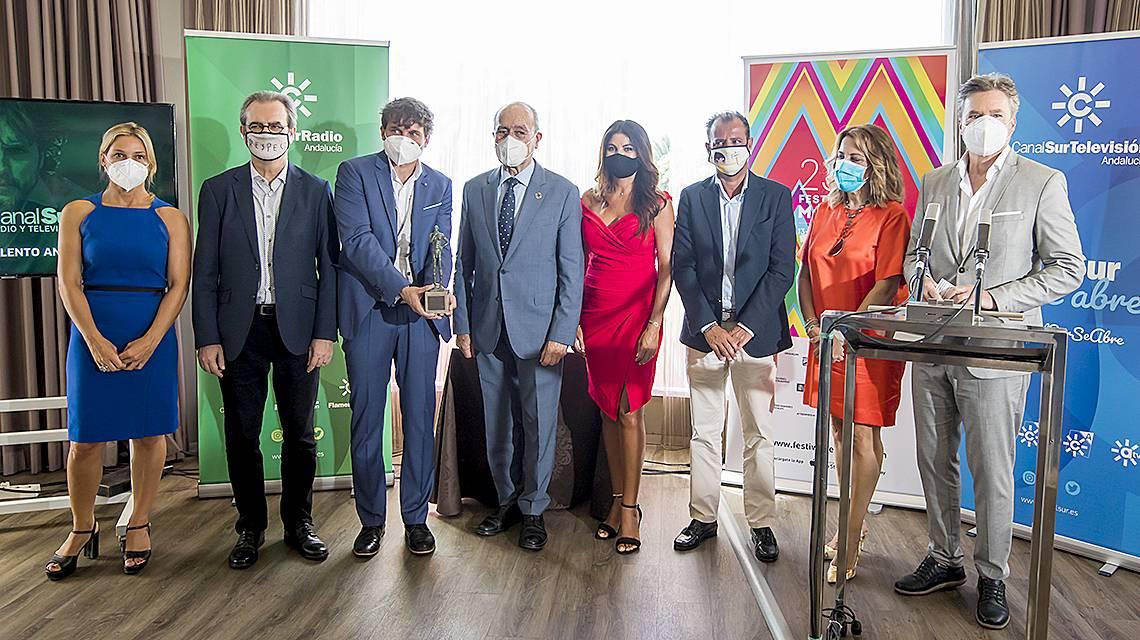 Salva Reina recibe el Premio Talento Andaluz de Canal Sur en el Festival de Málaga